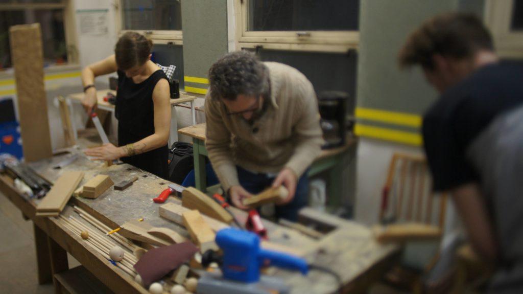 výroba hráček ze dřeva