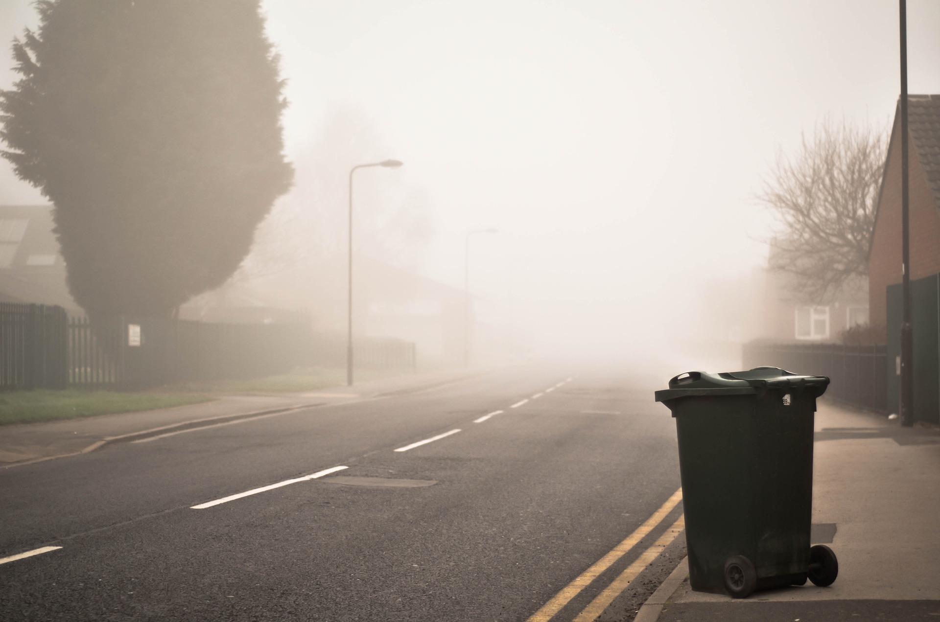 černá popelnice na odpad