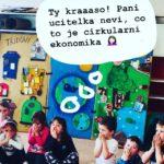 Děti při pohádce Nemocná planeta
