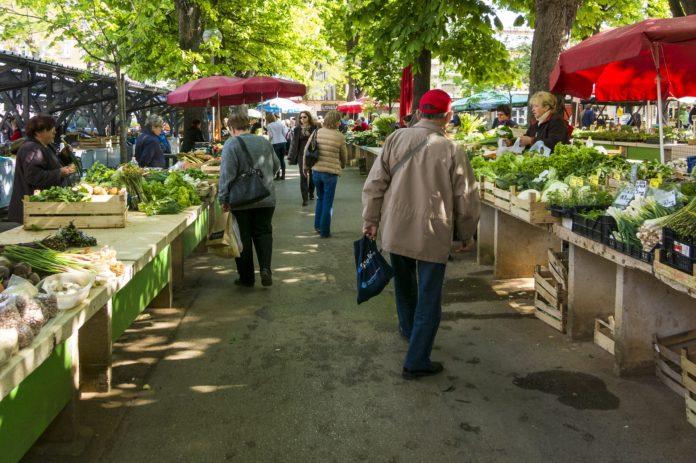 tržnice, farmářské trhy, nákup