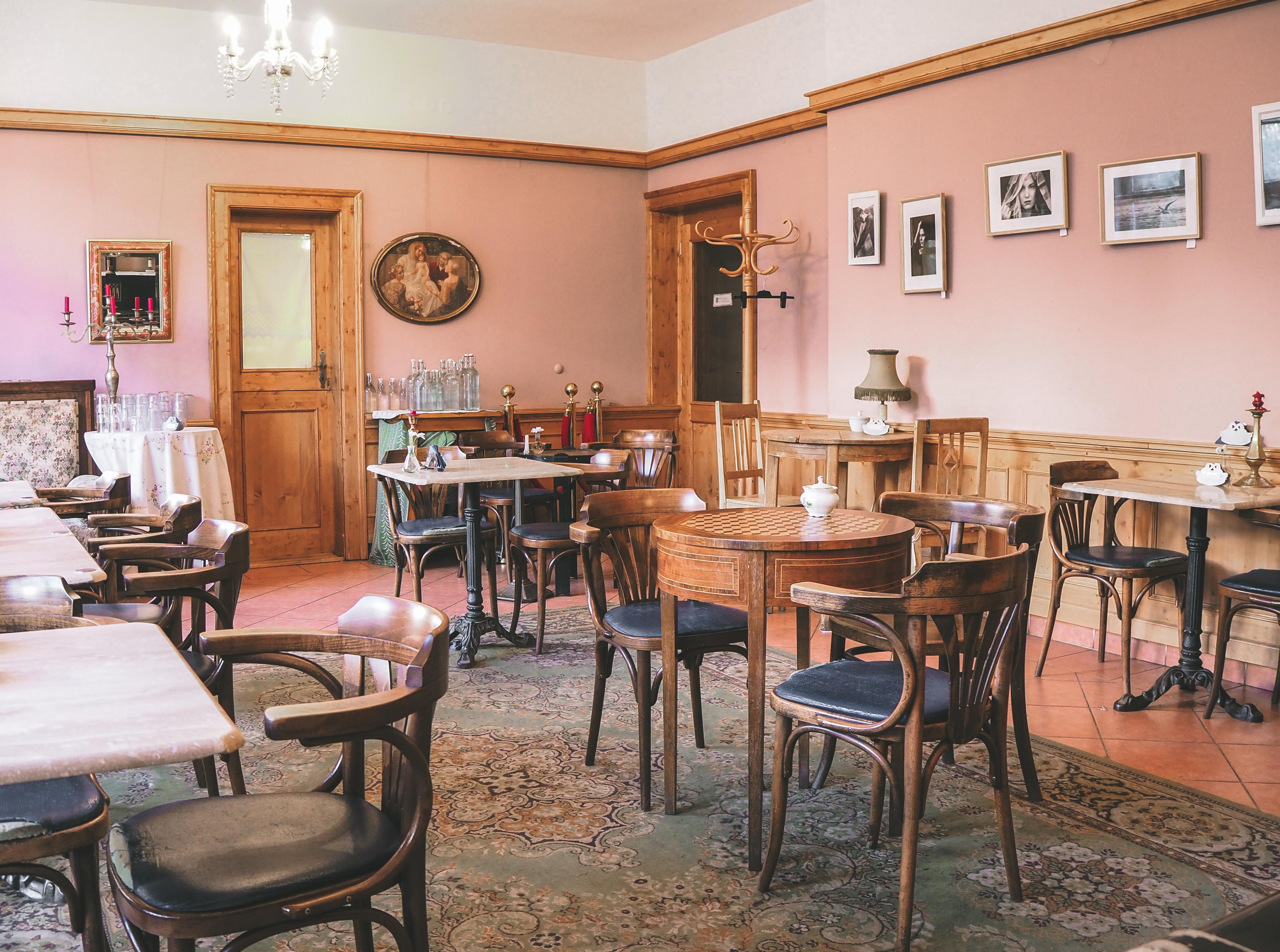 Alchymista, cirkulární kavárny