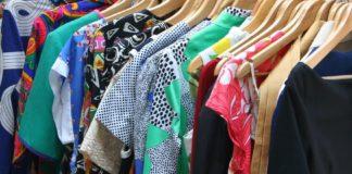 Oblečení na ramínku