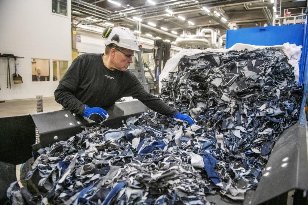 továrna, recyklace oblečení
