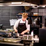 Šéfkuchař v kuchyni