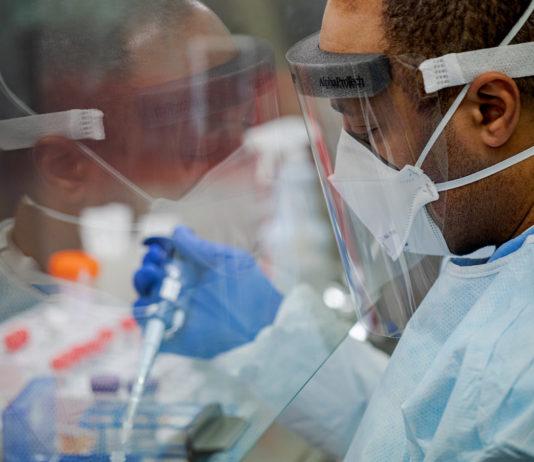 Lékař v laboratoři