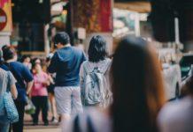 Lidé na ulici, ilustrační foto